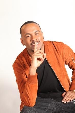 Ayant connu un immense succès avec notamment son titre « Celui» sorti en 2011, notre artiste VIP Colonelreyel se confie sur sa carrière, il revient sur ses débuts et parle sans tabous des coulisses de l'industrie musicale.