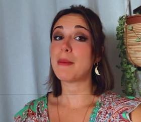 """Julia Scoat est la voix d'Anna dans le spectacle Disneyland """"La Reine des Neiges""""."""