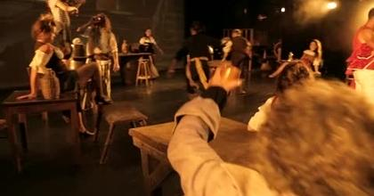 A voir absolument, la comédie musicale : Pirates le destin d'Evan Kingsley aux Folies Bergère