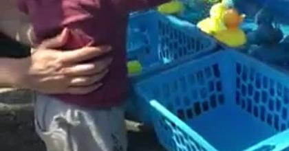 Lucas à la pêche aux canards pour la première fois !