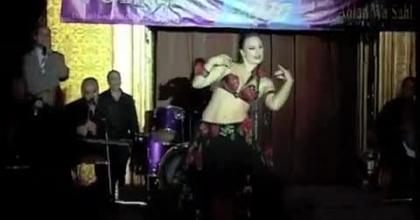 Lolie, danseuse-chorégraphe: l'art de la danse orientale