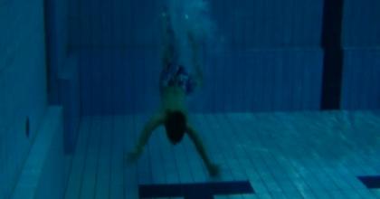 plongeon en piscine