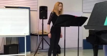 """Nathalie Rippert sings """"La Vie En Rose"""""""